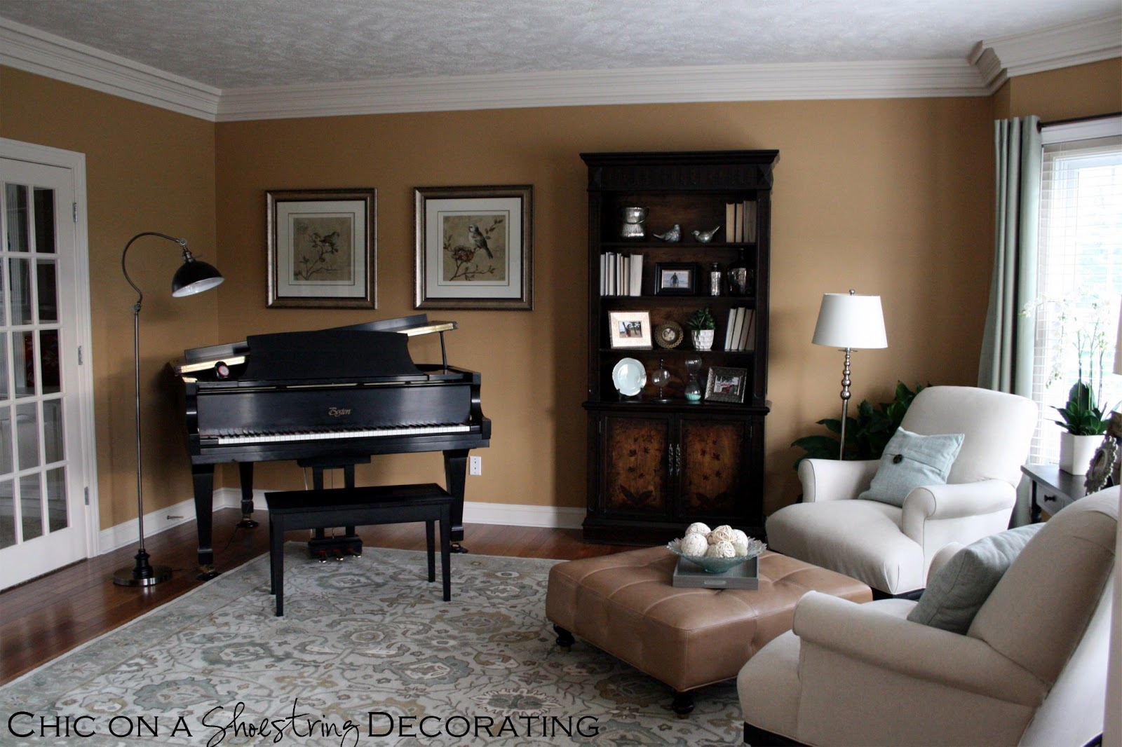 Traditional-Living-Room-with-grand-piano-in-the-corner